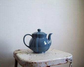 Vintage blue teapot periwinkle blue 5 cup excellent condition