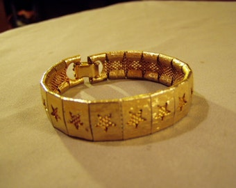 Vintage Gold Tone Flexible Link Bracelet With Mesh & Open Cut Out Stars  8684