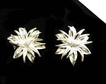 Vintage Silvertone Flower Earrings - Signed BSK Clip on Earrings - 19506's Shaggy Daisy Flowers - Mid Century Costume Jewelry