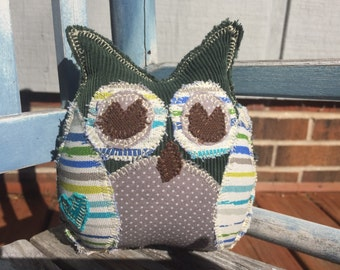 Lil' owl -teal heart on wing