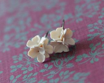 Ivory lilac earrings, Lever back earrings, Wedding earrings, Bridesmade gift, Floral earrings, Flower earrings with black gunmetal setting