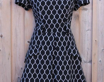 DRESS - HONEYCOMB pattern - black and grey - pleats - pockets - great shape - size M