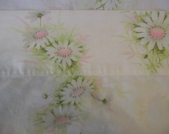 Daisy flat bed sheet Vintage Bed Sheet Twin Size Pink, gray, green on White Wondercale Springmaid USA Daisy Fabric Sheet#Bedding
