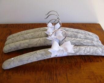 Brides Hanger, Padded Hangers, Brides Hanger Gift Set, Silver Wedding Hangers, Bridesmaid Hangers, Wedding Trousseau Hangers, Bridal Hangers