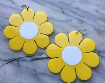 Flower Power earrings yellow / white combo