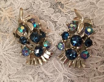 Vintage clip earrings blue stones silvertone sapphires aurora borealis