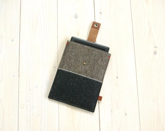 KINDLE KOBO COVER case - Sandbrown and black felt - leather closure - Paperwhite Voyage Aura