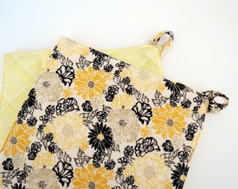 Set of 2 Potholders: Yellow and Black Flowers with Yellow Diamonds