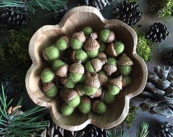 Felted wool acorns, Light Green, set of 50, bulk felt acorns, waldorf wool acorns, green felt acorns, rustic wedding decor, autumn decor