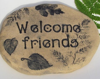 Welcome friends Outdoor Sign. Woodland cabin decor. 3D sculpted clay plaque. Charming vintage style lettering / Impressions of Forest leaves