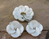 LISNER White Lucite Petal Flower brooch & Earrings Silver Tone Costume Jewelry