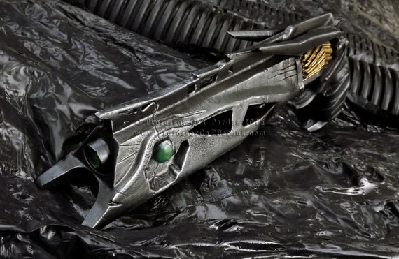 Destiny Exotic Handcannon Thorn life size finished replica.