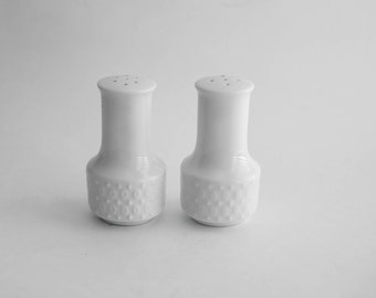 Vintage Modern White Salt and Pepper Shakers Ceramic Simple Decor