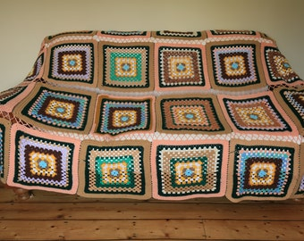 Large vintage retro hand crochet bedspread throw quilt granny cottage chic