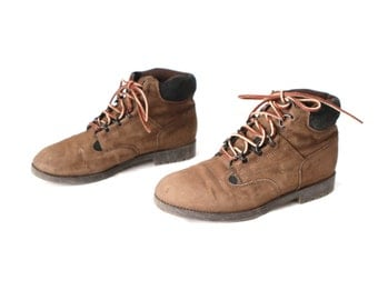 size 9 women's HIKING sweater LEATHER ankle BOOTIES