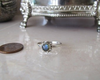 Little flower Labradorite Sterling Silver Ring, size 9