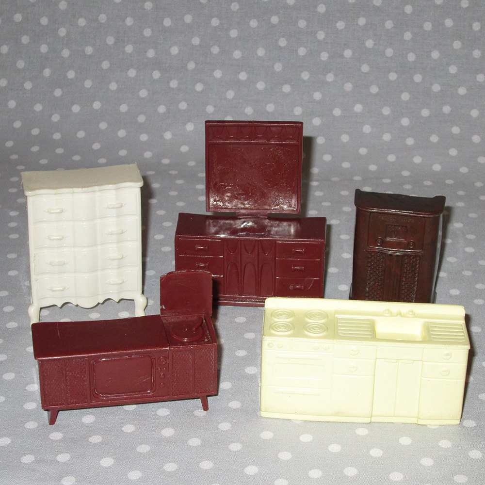Plastic vintage doll house furniture 5 pcs miniature console tv radio dresser bedroom kitchen Plastic bedroom furniture