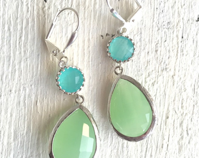 Mint Green and Aqua Bridemaids Earrings in Silver. Dangle Earrings.  Bridesmaid Jewelry. Drop Earrings. Gift. Spring Wedding Jewelry.