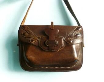 Vintage thick leather purse messenger bag shoulder bag / hand tooled leather rigid / dark brown / hippi boho folk / 1970s 70s