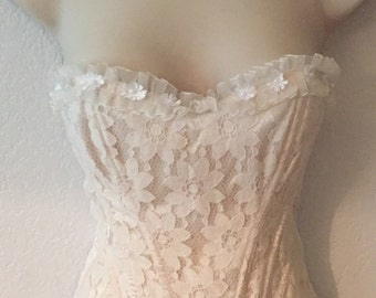 Beautiful 90's Vintage Beige Floral Lace Corset Top