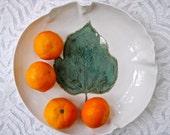 Leaf Bowl, Katsura Leaf, Shallow Bowl, Teal Green Bowl, Ceramic Bowl, Serving Bowl, Modern Decor, Pottery Bowl, Botanical Dish, Fruit bowl,