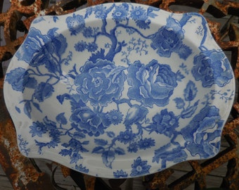 Vintage 1950s to 1960s Blue and White English Chippendale Johnson Bros. England Design Patent 10323 Serving Bowl Decor Display Flowers