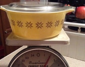 Vintage Pyrex town and country casserole dish bowl
