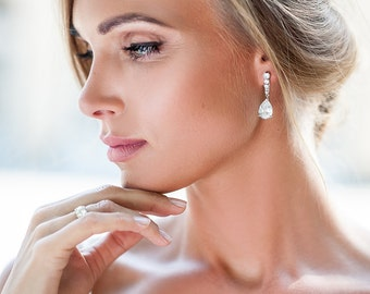 Handmade wedding crystal stud earrings  Vintage style bridal crystals drop earrings Bride teardrop crystal stud earrings.Rhinestone earrings
