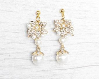 Luxurious Bridal Pearl Teardrop Earrings. Crystal Bridal Jewelry.  Gold bride earrings. Bride earrings. Handmade pearls earrings.