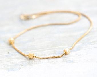 80s Golden short Necklace - Elegant Jewelry