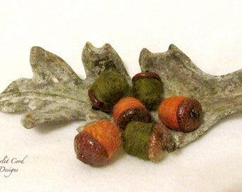 Acorns, Felted Acorns, Needle Felted Acorns, Fall Decor, Natural Acorn Caps, Moss Green and Orange, Set of Six