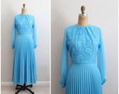70s Pleated Turquoise Maxi Dress / 1970s Dress / Accordion Dress / Floral Lace Bodice/ Tea Length Dress /Size S/M