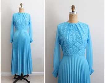 70s Pleated Turquoise Maxi Dress / 1970s Dress / Accordion Dress / Floral Lace Bodice/ Tea Length Dress /Size S/M