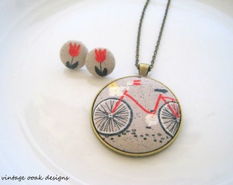 Button Statement Necklace, Button Necklace, Whimsical Button Necklace, Button Jewelry,Vintage Bicycle Necklace, Unique Button Necklace