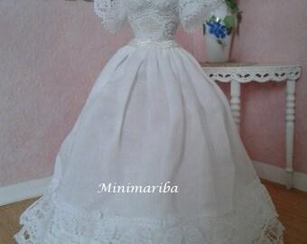 Miniature dollhouse romantic mannequin