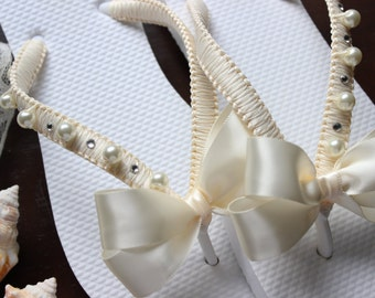 Summer party, FLIP FLOPS, Bachelorette party favor, Wedding gift bride, bridal flip flops, bridal sandals, beach wedding, bridesmaids shoes