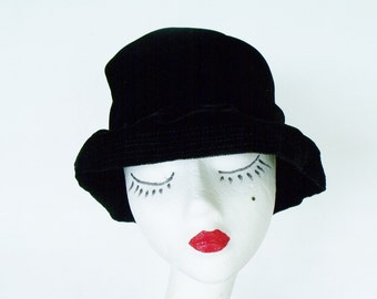Vintage 30s Soft Black Velvety Flapper Hat Ladies Slouchy Gatsby