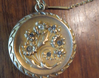 Beautiful FLORAL Embossed GOLD Filled Edwardian Art Nouveau LOCKET