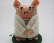 Dylan the Doctor Pig - Pig Ormanent