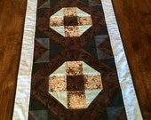 Quilted Table Runner l Table Linens l House Warming Gift l Rings Of Love | Dresser Scarf | Wedding Gift | Homemade Quilts | ATGCele
