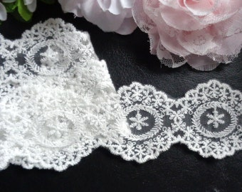 1 3/4 inch wide antique white lace selling by the yard