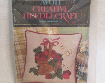 """Avon Crewel Embroidery """"Basket of Strawberries"""" Decorator Pillow Kit Vintage 1970s 14"""" Square Pillow"""