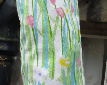 Daises and Grass Carrier Bag Holder