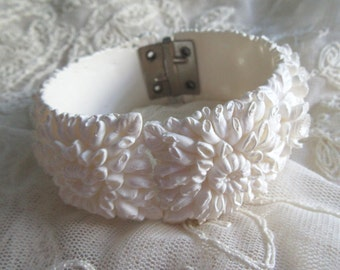 Bracelet Wedding White Featherweight Hinged Smaller Wrist Summer Costume Jewelry Garden Party 1950's Bride Flowers Mums Daffodils