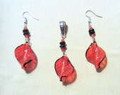 Red Glass Spiral Black Edged Glass Bead Pendant and Earrings Set, Handmade Original Fashion Jewelry, Feather Leaf Look Unique Ladies Gift