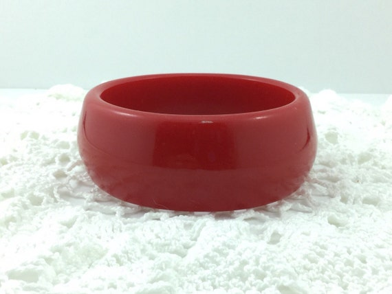 Vintage Cherry Red Plastic Bangle. Wide Red Celluloid Bracelet Bangle. Chunky and Funky Red holiday bracelet. Wide red bracelet.