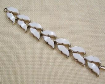 Vintage Wedding Bracelet, Bridal Bracelet, Prom Bracelet, BEACH OLD HOLLYWOOD Bracelet, 1950's White Lucite Thermoset & Gold Tone, Under 20