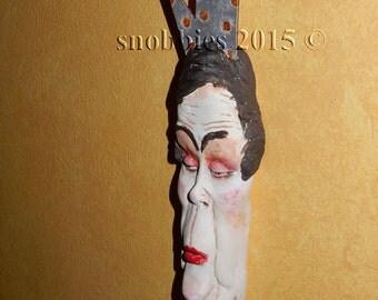 QUEEN SNOB - Wall Sculpt