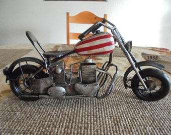 Vintage Model of Captain America Motorcycle - Easy Rider Replica Bike - 1960s Cult Classic - Nostalgic Miniature Toy Model
