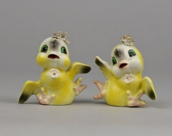 Vintage Dancing Chicks Kitschy Ceramic Salt & Pepper Shakers Great Cake Topper for Twin Girls or Two Chicks Getting Married, Made in Japan
